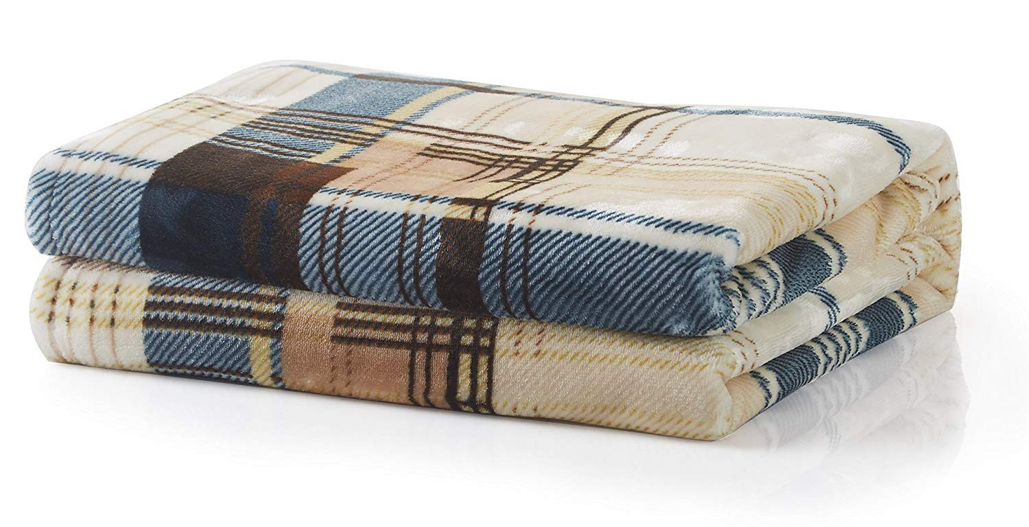 Winter Throw Blankets for a Cute & Warm Look