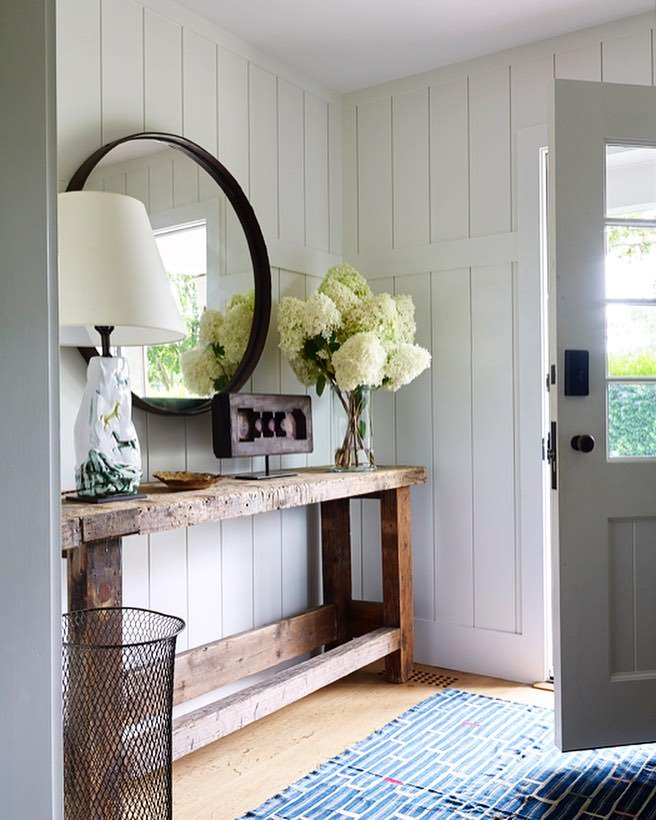 How To Achieve A Beautiful Farmhouse Style Entryway